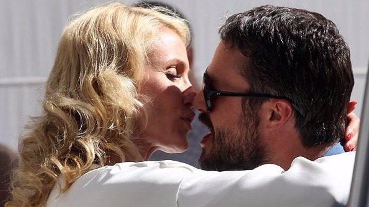Cameron Diaz se jako těhotná líbala s přítelem Lady Gaga
