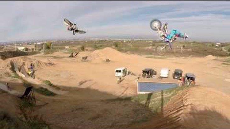 Nejlepší motokrosaři natočili nejvíc zabijácké video exklusivně pro eXtra! Vyhrajte s námi adrenalinový zážitek na Gladiator Games!