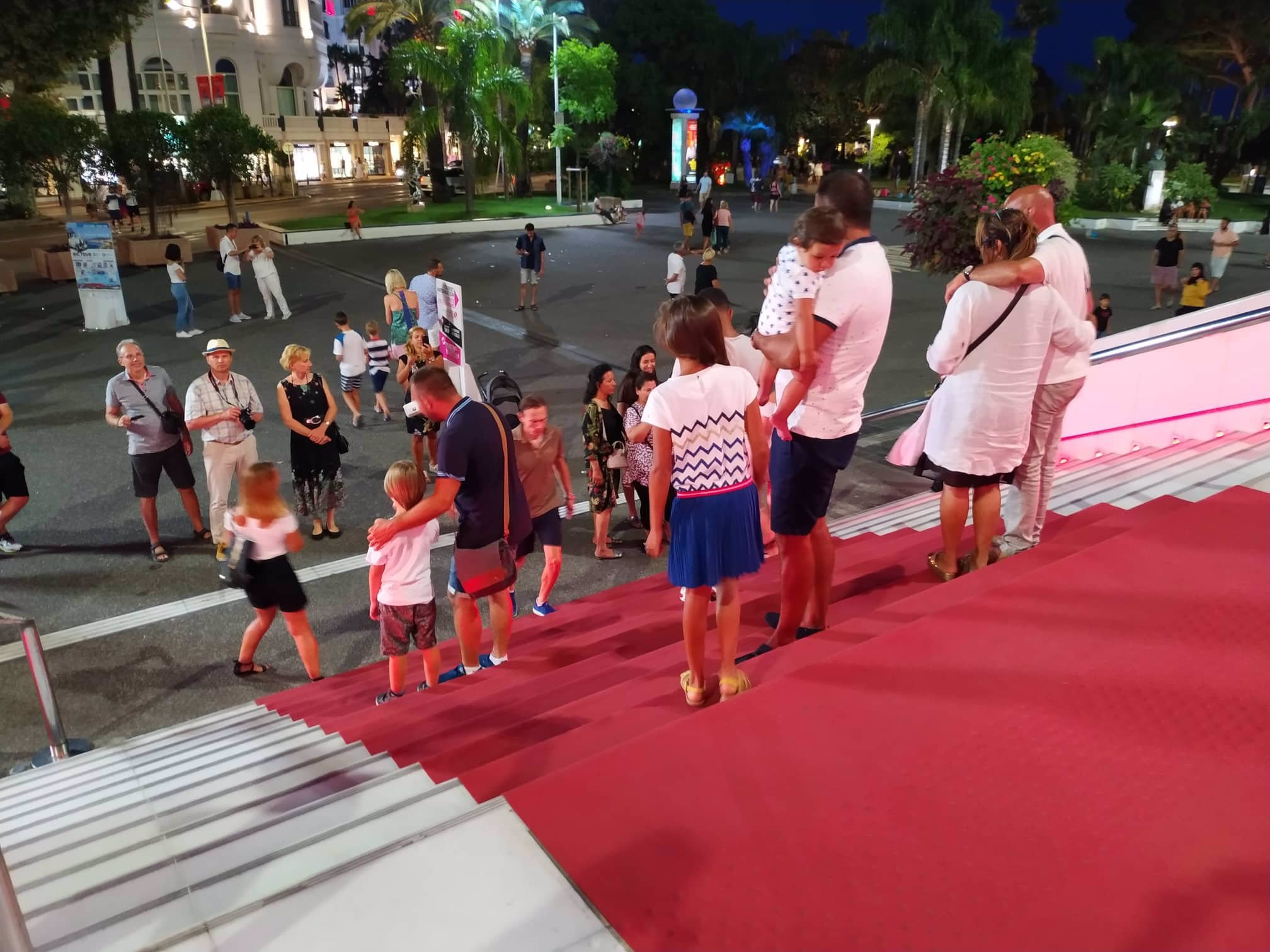 Červený koberec v Cannes.