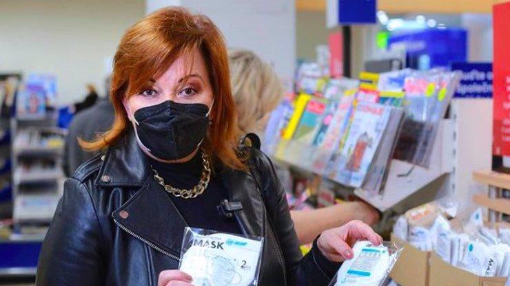 Alena Schillerová v kožené bundě na kontrole respirátorů: Jak domina na lovu, smějí se jí
