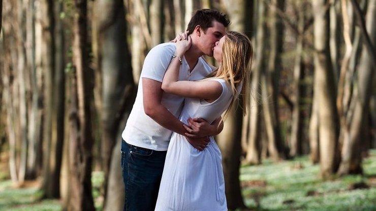Svatojánská noc: Nastává čas milostné magie a prorockých snů! Za čím odvážné páry vyrážejí do lesů?