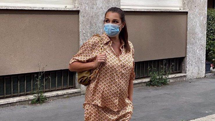 Pohodlí především: Těhotná Alena Šeredová si vyšla k lékaři v modelu à la pyžamo