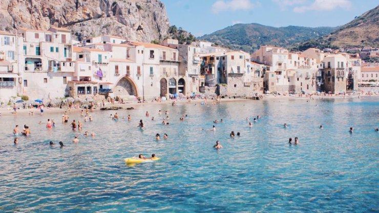 Sicílie chce zpět turisty: Zaplatí jim polovinu letenky a další výdaje