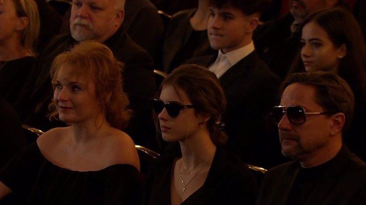 Bára Munzarová na pohřbu tatínka vykouzlila dojatý úsměv