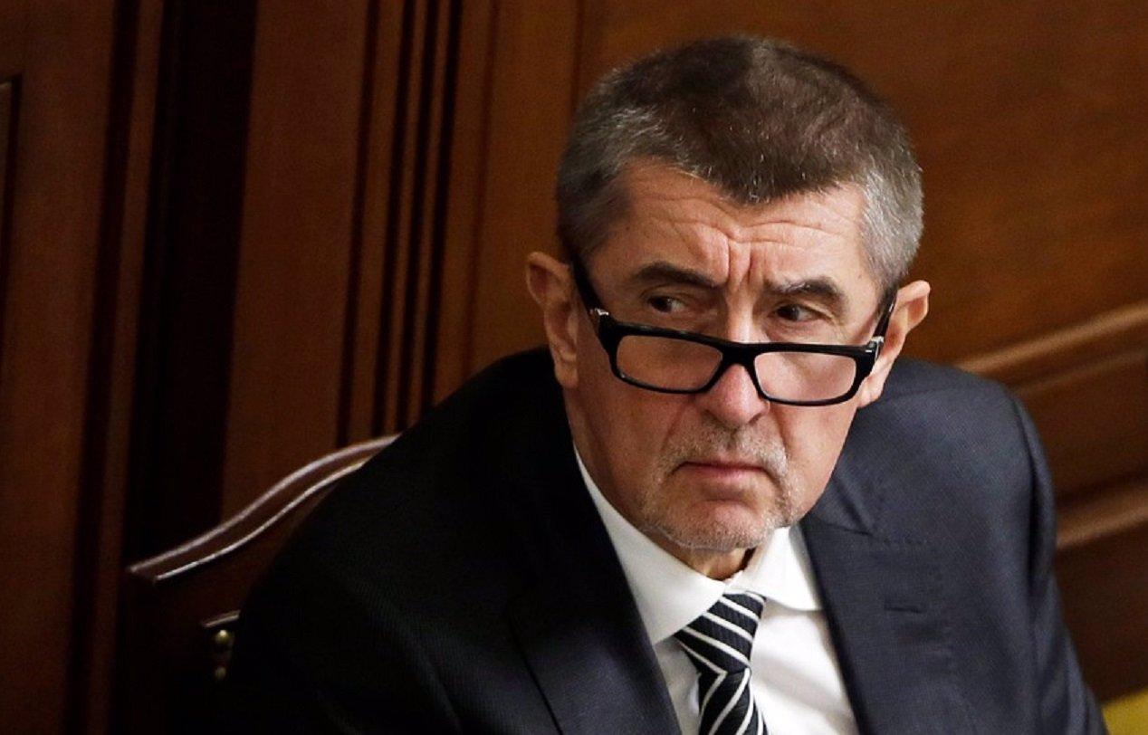 Knížák ostře napadl ministra Babiše. Jste komunista a člen StB, tvrdí výtvarník