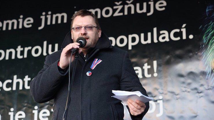 Poslanec Lubomír Volný: Nejdříve se popral ve sněmovně, poté se přirovnal k Židům