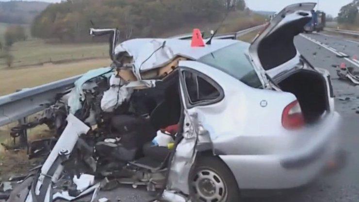 Podle dívky způsobila matka nehodu úmyslně: Policie se vyjádřila k tragédii u Liberce