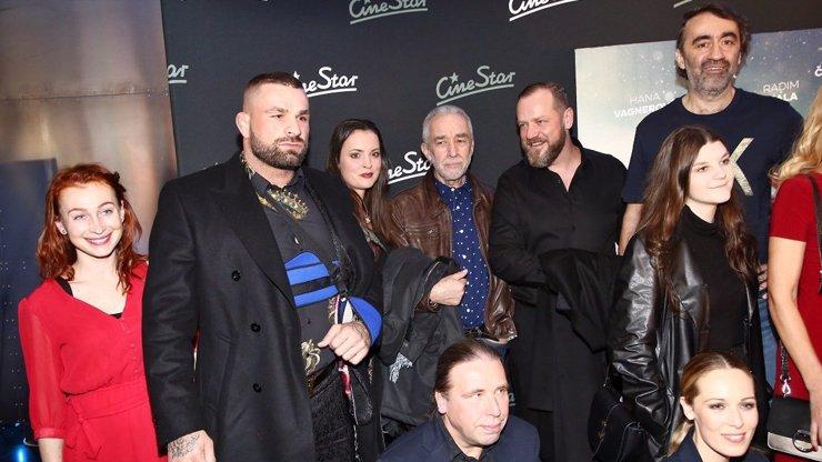 Premiéra zimní komedie Špindl 2: Smíchy se za břicho popadal Sagvan Tofi i Karlos Vémola