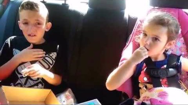 Malý Američan se poprvé dozvídá, že jede na týden do Disneylandu. A málem ho z toho klepne!