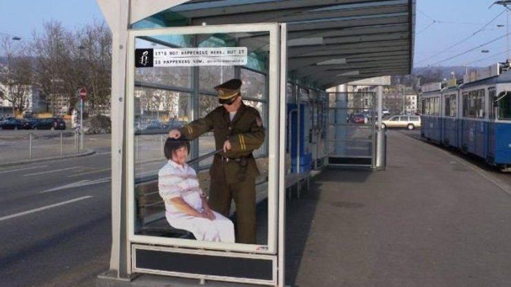 10 šokujících a brutálních fotografií reklam, které upozorňují na bezpráví ve světě