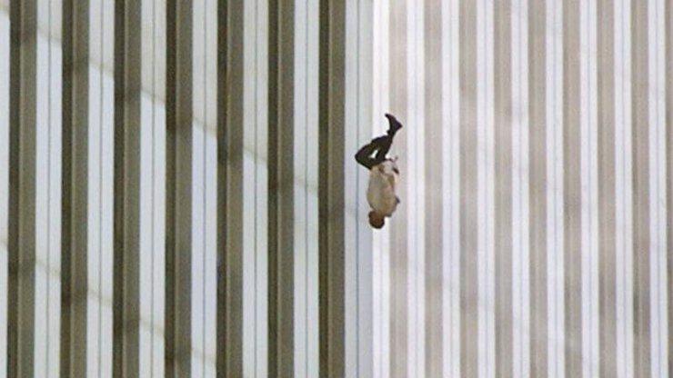 Fascinující příběh o sebevrahovi skákajícím z věže 11. září 2001: Dodnes nikdo s jistotou neví, kdo to je!