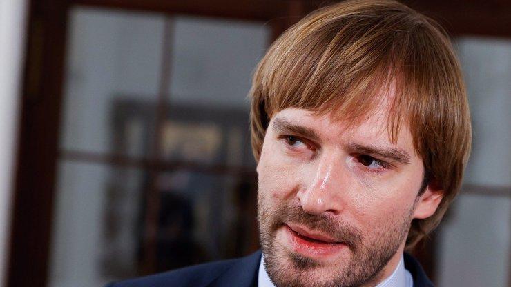 Adam Vojtěch nastínil situaci kolem koronaviru: Roušky do června, bary v létě a obchody do měsíce