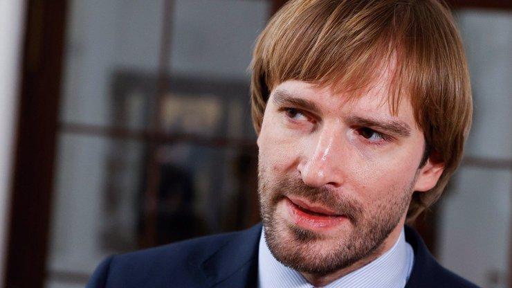 Adam Vojtěch pod ostrou palbou kritiky: Označují ho za teflonového ministra