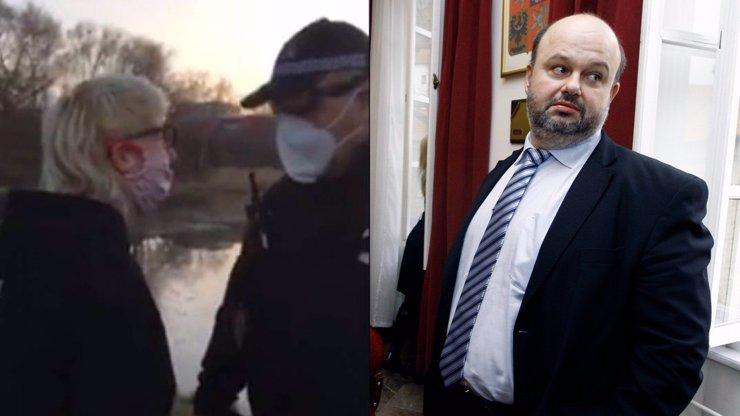 Česko obletělo video strážníka fackujícího Terezu (19): Je nevychovaná, tvrdí Martin Pecina