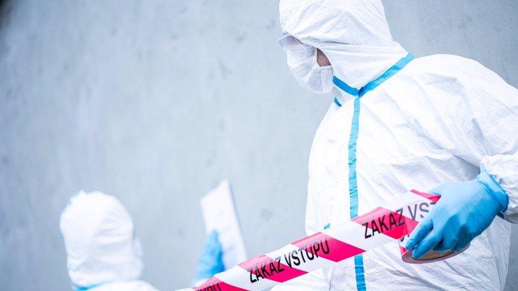 Nehoda v Ústí nad Labem: Člověk spadl do cisterny s louhem a zemřel, druhý je v nemocnici