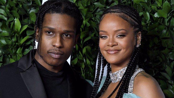 Krachující Rihanna nahoře bez: Sprostou poznámku smazala, prsa venku však nechala