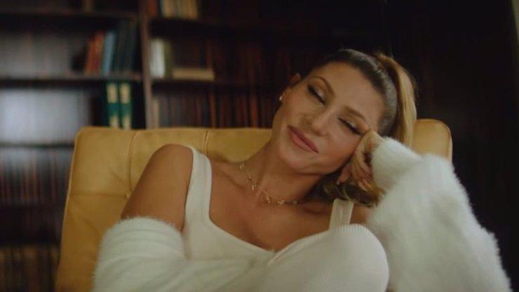 Tereza Kerndlová natočila zamilovaný videoklip: Jejího partnera ztvárnil známý YouTuber
