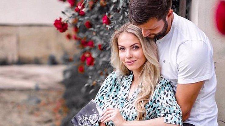 Konec srandy, čekáme miminko: Krásná Miss se pochlubila těhotenstvím se známým hokejistou