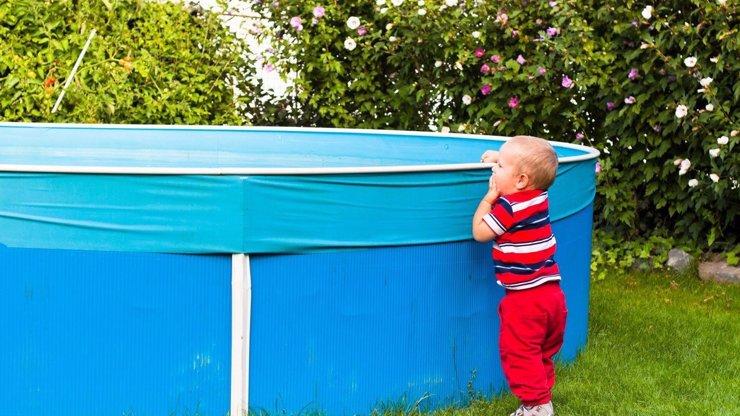Rodinná tragédie v Písku: Chlapeček (†2) se utopil v zahradním bazénu!