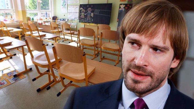 Děti se do školy vrátí až v září, nevylučuje ministr Vojtěch. Problém jsou i maturity