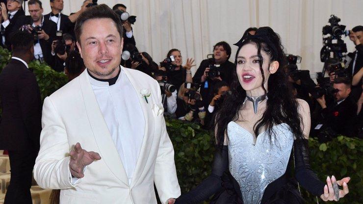 Elon Musk se stane otcem: Kdo je pohledná zpěvačka Grimes, s níž dítě čeká?