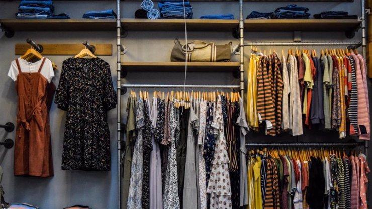 V pondělí se otevírají obchody s oblečením a obuví: Jaká pravidla se musí dodržovat?