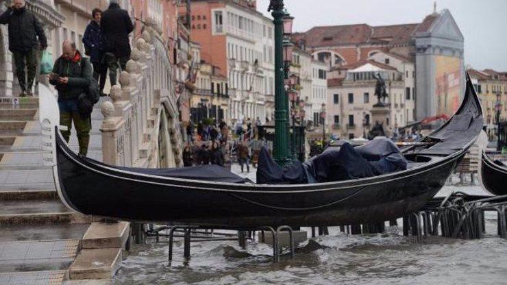 Video zkázy: Italské Benátky bojují s největšími záplavami století, město je pod vodou