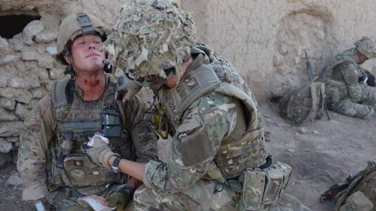 Opravdový hrdina: Tenhle britský voják bojoval 90 minut se střelným poraněním krku!