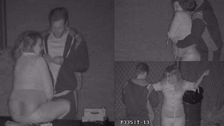 VIDEO: Milenci souložili chlapovi za barákem. Jako pomstu dal jejich sexuální hrátky na internet!