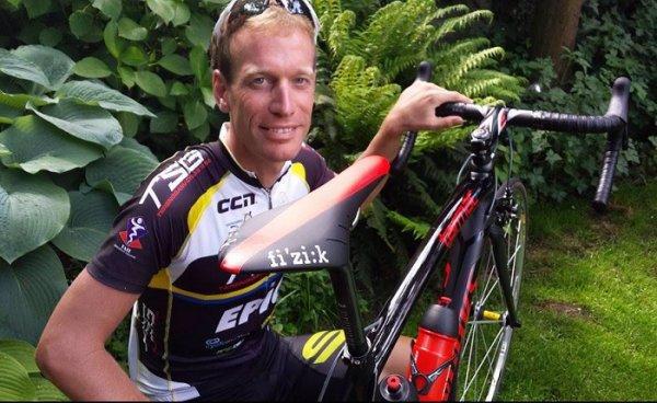 Přijde si pro něj smrt? Cyklista měl být na palubě letu MH370, který zmizel, a teď také na MH17, který sestřelili!