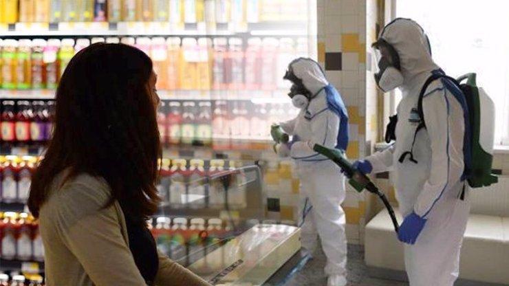 Panika kvůli koronaviru: Řetězce prosí o uklidnění, lidé si objednávají nákup i o váze 600 kilo
