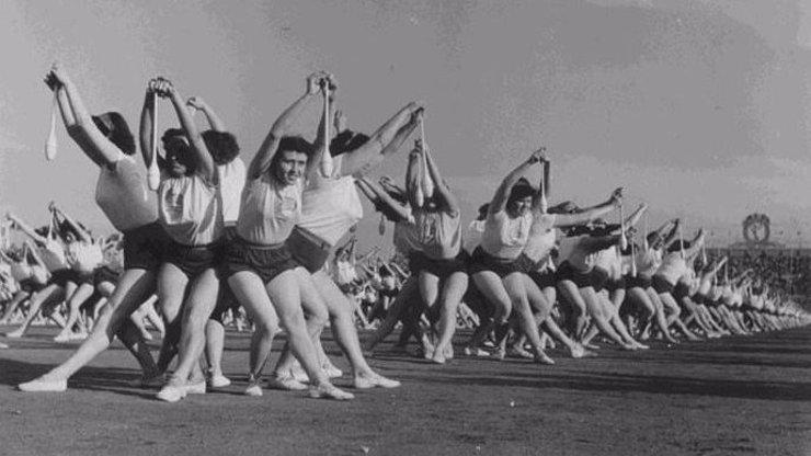 Raz, dva: Uplynulo 64 let od hromadného cvičení zvaného spartakiáda