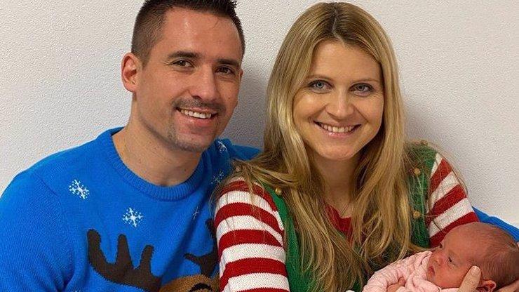 Nejkrásnější vánoční dárek: Lucie Šafářová a Tomáš Plekanec se pochlubili malou Leontýnkou