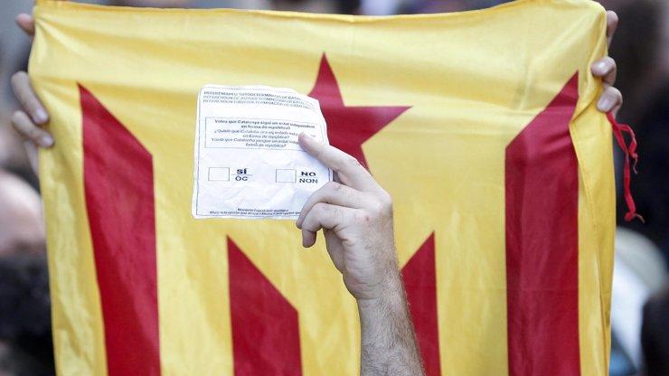 Devadesát procent lidí chce nezávislost Katalánska, tvrdí místní vláda