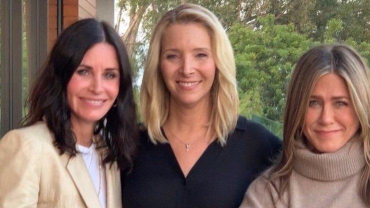 Lisa Kudrow slaví 57. narozeniny: Phoebe z Přátel se za vrásky nestydí a plastiky odmítá