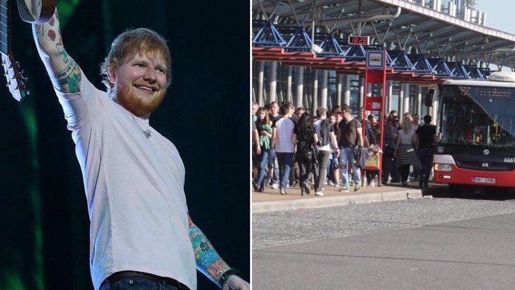 Ed Sheeran je v Praze: Probíhají bezpečnostní manévry, do Letňan autem nejezděte
