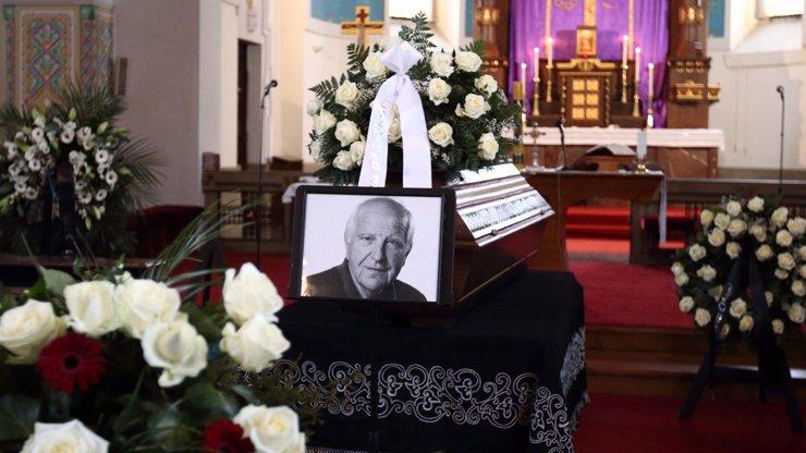 Poslední rozloučení s Otakarem Černým (†77): Říct své sbohem přišel i Jaromír Jágr