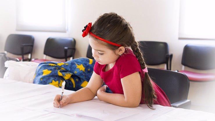 Záludné testy: Falešně pozitivní děti trpí, Arenberger ale nic měnit nechce