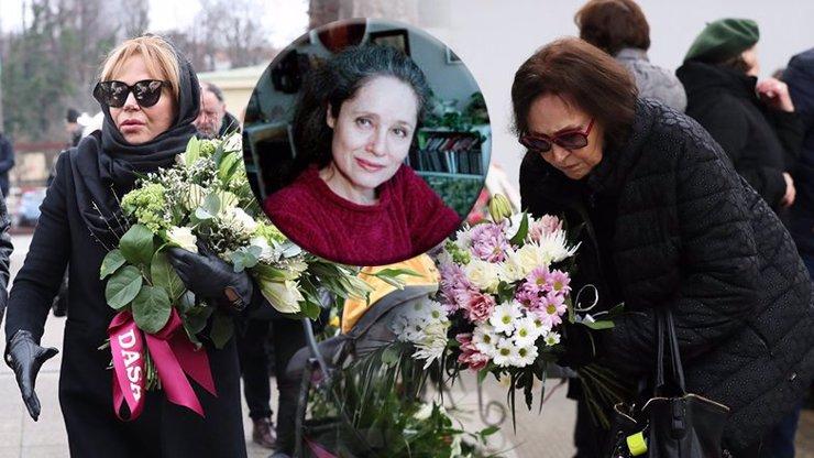Dojemný pohřeb Táni Fischerové obrazem: K bílé rakvi přišla uplakaná Kubišová a Havlová
