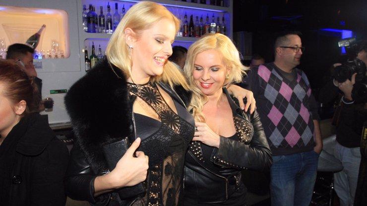 Tak tohle je hodně zvláštní souboj: Štika-Koktová a Kristelová si porovnávaly prsa, kdo vyhrál?