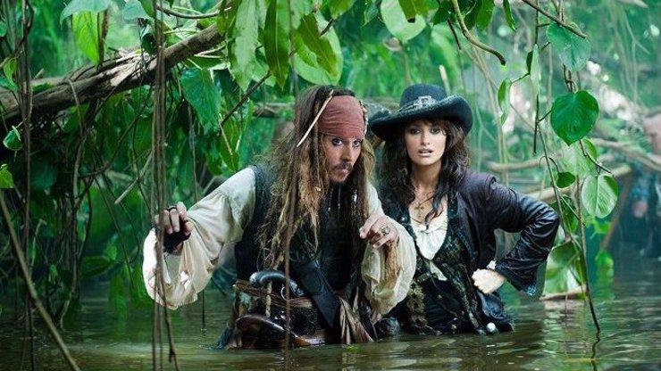 Zajímavosti o filmu Piráti z Karibiku: Na vlnách podivna. Penélope Cruz musela nahradit sestra