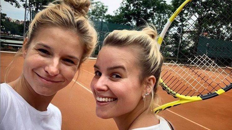 Patricie Pagáčová ukázala půvabnou sestru: A Linda jí předvedla, jak se hraje tenis