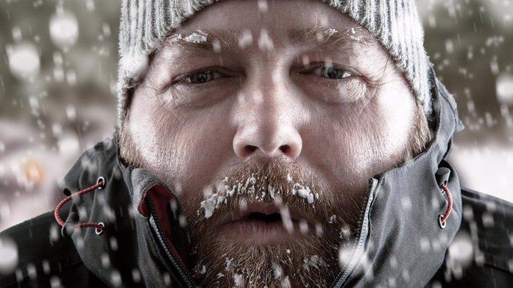 Přehled výstrah na následující dny: Meteorologové varují před závějemi, mrazem a větrem