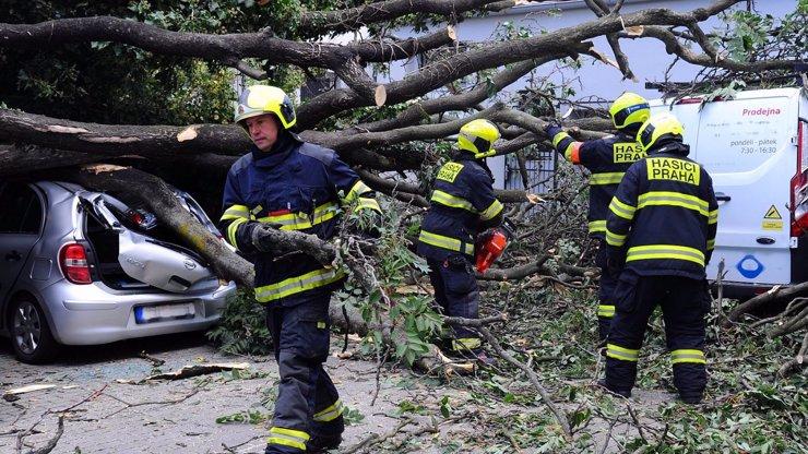 Extrémní nebezpečí: Orkán Sabine přichází do Česka, Liberecko hlásí první škody