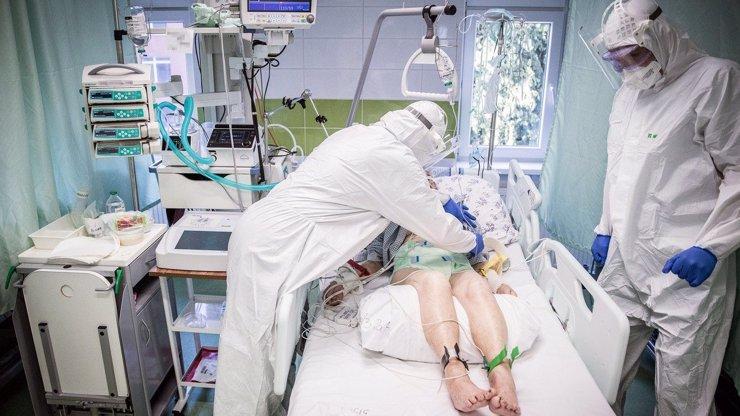 Černá čísla: S koronavirem už zemřelo 12 tisíc lidí a neúprosně roste i počet nových pacientů