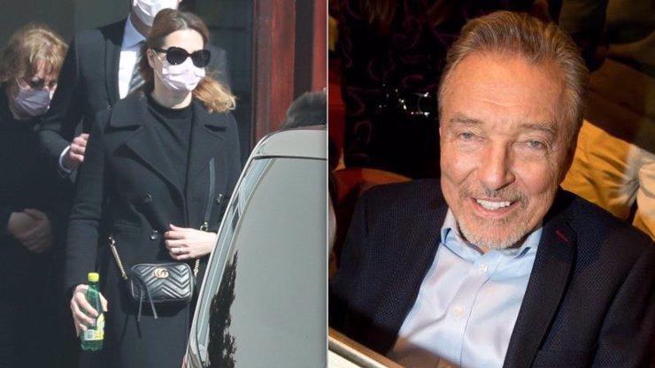 Ivana Gottová se přestala schovávat: Pět měsíců od loučení s Karlem zase na pohřbu