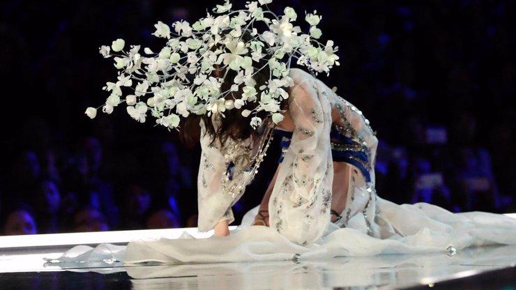 Trapas na prestižní přehlídce Victoria's Secret: Která modelka se rozplácla na mole v šílené zácloně?