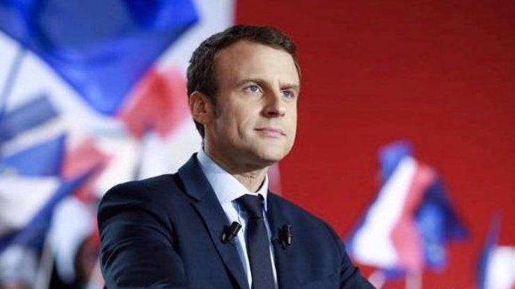 Macron nutí Čechy platit. Francouzský prezident chce zavést sankce za odmítání uprchlíků