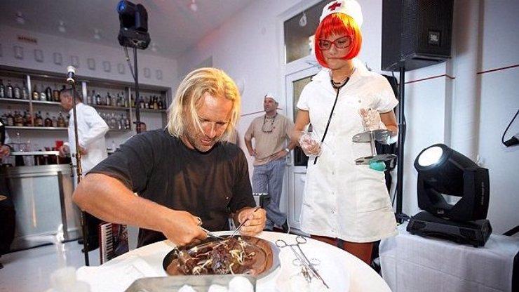 Chutnalo by vám? V Litvě otevřeli restauraci, kde to vypadá jako v nemocnici!
