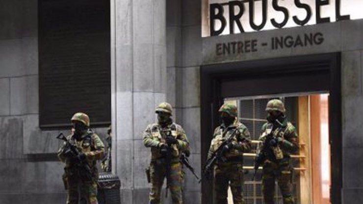 Brusel na nohou: Muž začal kolem sebe zběsile pálit z kalašnikovu